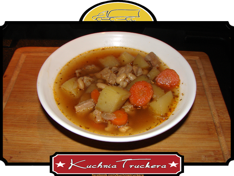 Zupa fasolowo-gulaszowa z indyka